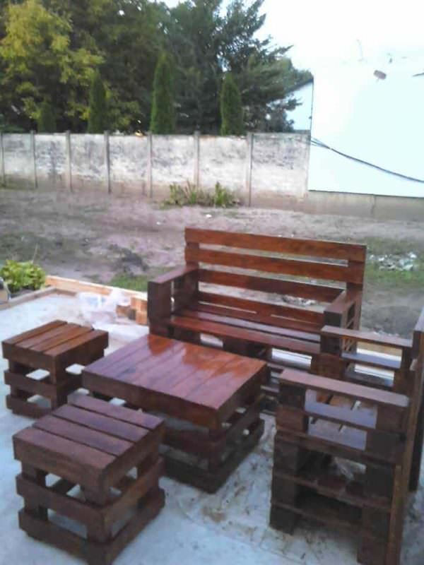 Eye Catching Sittin' Pretty Pallet Garden Set Lounges & Garden Sets