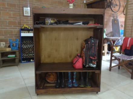 Handy Catch-all Pallet Entryway Shelf