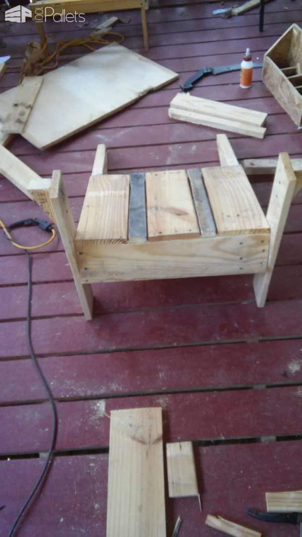 1001pallets.com-Just For Me Adirondack Style Chair3