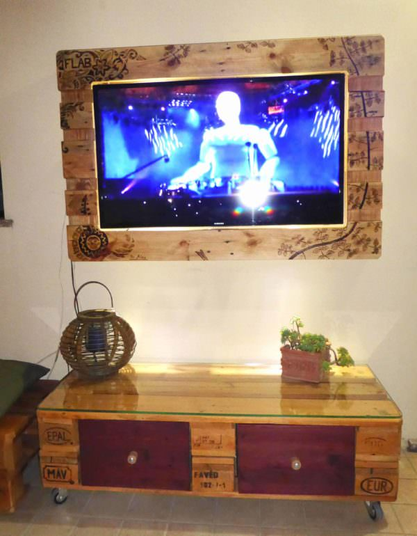 Pyrography-patterned Pallet Television Frame Pallet TV Stand & Rack