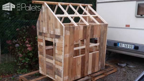 Small Pallet Playhouse3
