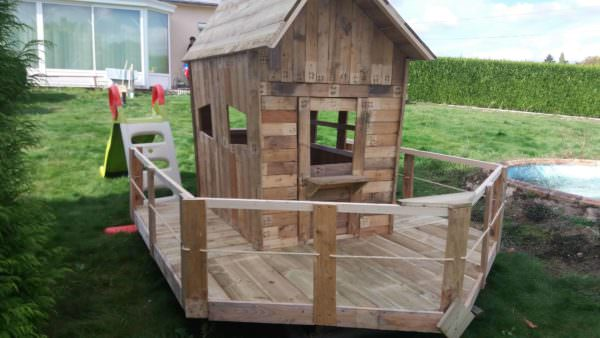 Small Pallet Playhouse1