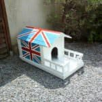 Super-cute Union Jack Pallet Doghouse