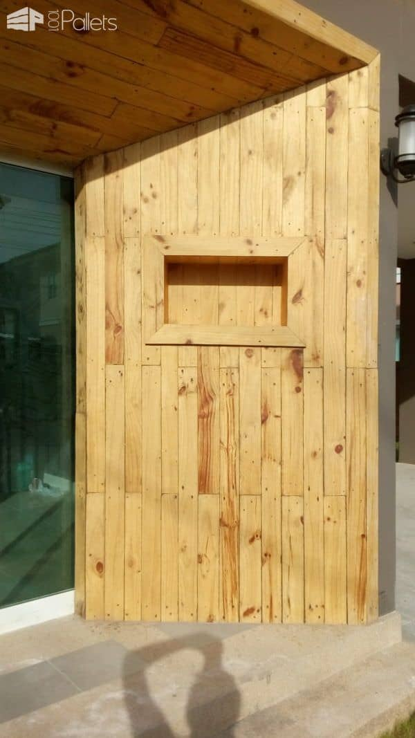 Amazing Pallet Coat Entrance to the House Pallet Walls & Pallet Doors