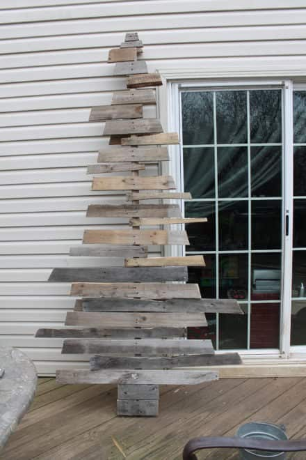 Cool Two Pallet Christmas Tree That's Low Profile!