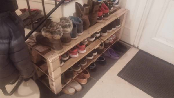 Easy, Handy Pallet Shoe Rack/Etagère à Chaussures Pallet Shelves & Pallet Coat Hangers