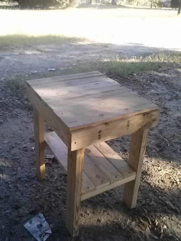 Easy Pallet Bed Side Table1