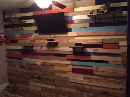 Fun, Eclectic Pallet Bedroom Wall