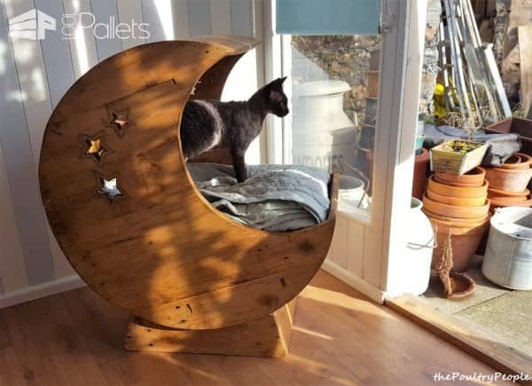 Led-lit Pallet Moon Cradle For Kitty Animal Pallet Houses & Pallet Supplies