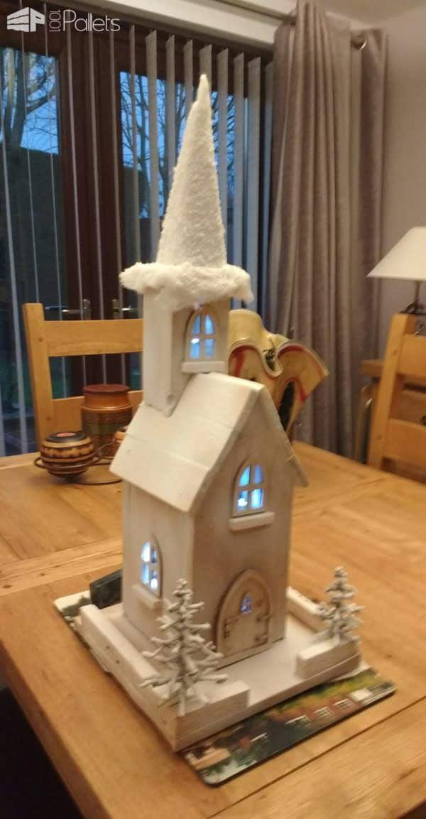 Mini Snowtopped Pallet Church For The Holidays DIY Pallet Projects Pallet Home Decor