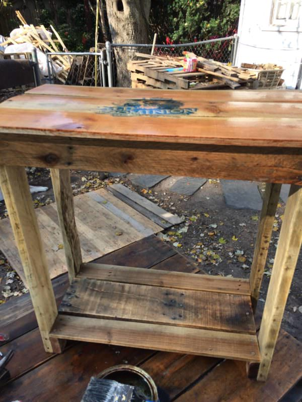 Odu-emblem Pallet Bedside Table Pallet Desks & Pallet Tables