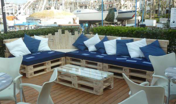 Outdoor pallet sectional set maxi divano fatto con i for Divano con pallet