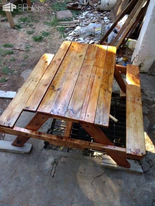 Pallet Children's Picnic Table For Ten Bucks! Pallet Desks & Pallet Tables