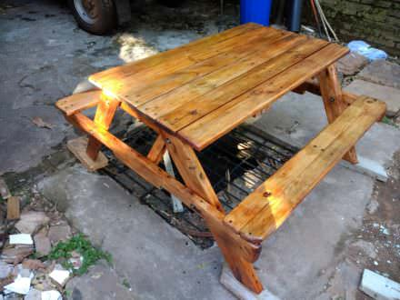 Pallet Children's Picnic Table For Ten Bucks!