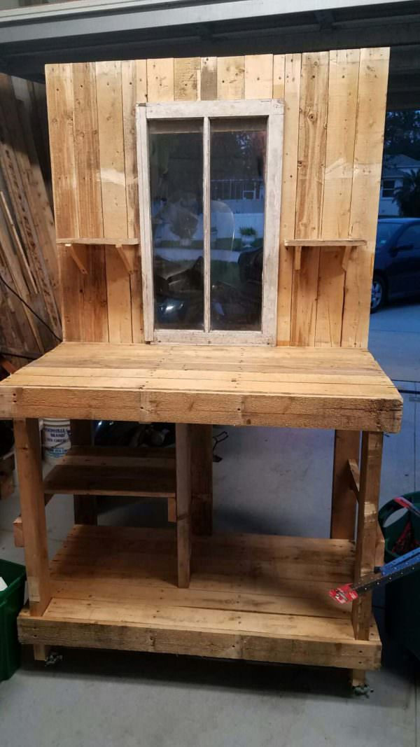 Pallet Potting Table With Gorgeous Views Pallet Desks & Pallet Tables Pallets in the Garden