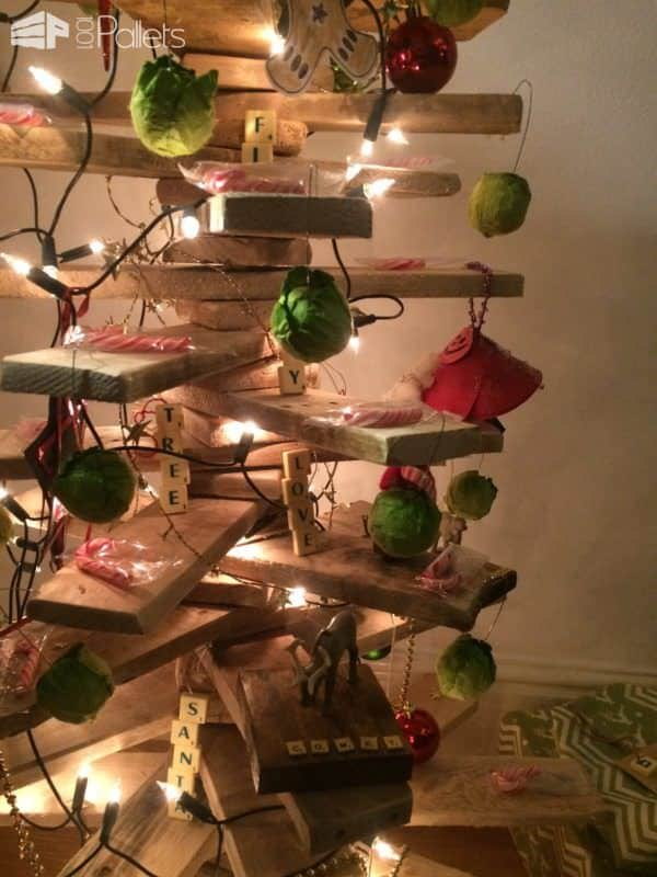 Abstract/Modern Scandinavian Pallet Christmas Tree Pallet ideas for DIY - Home Décor