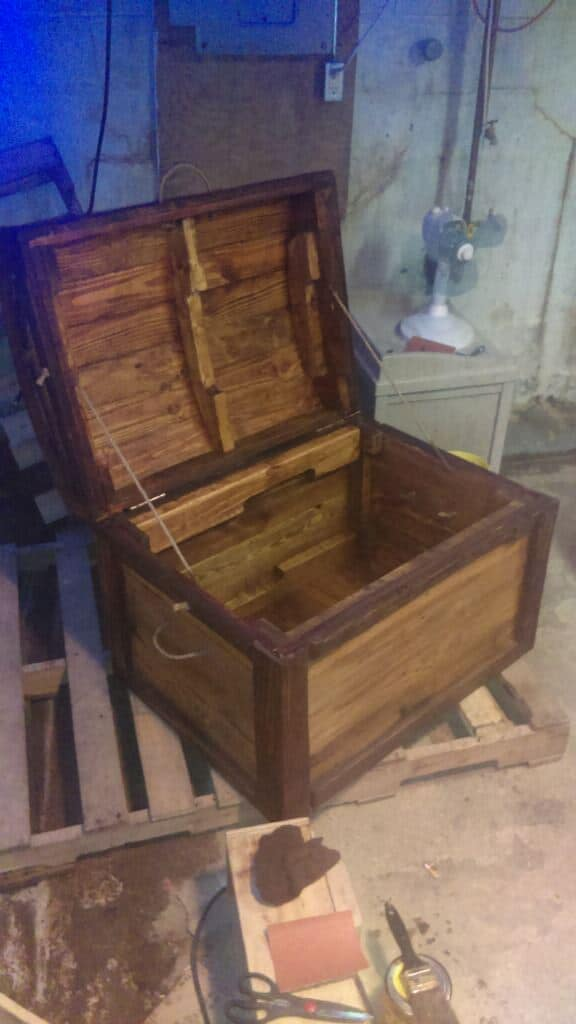 Arch-Topped Pallet Trunk2