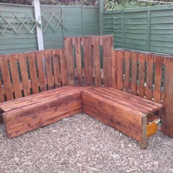 Distinctive Pallet Corner Bench Unit For The Family