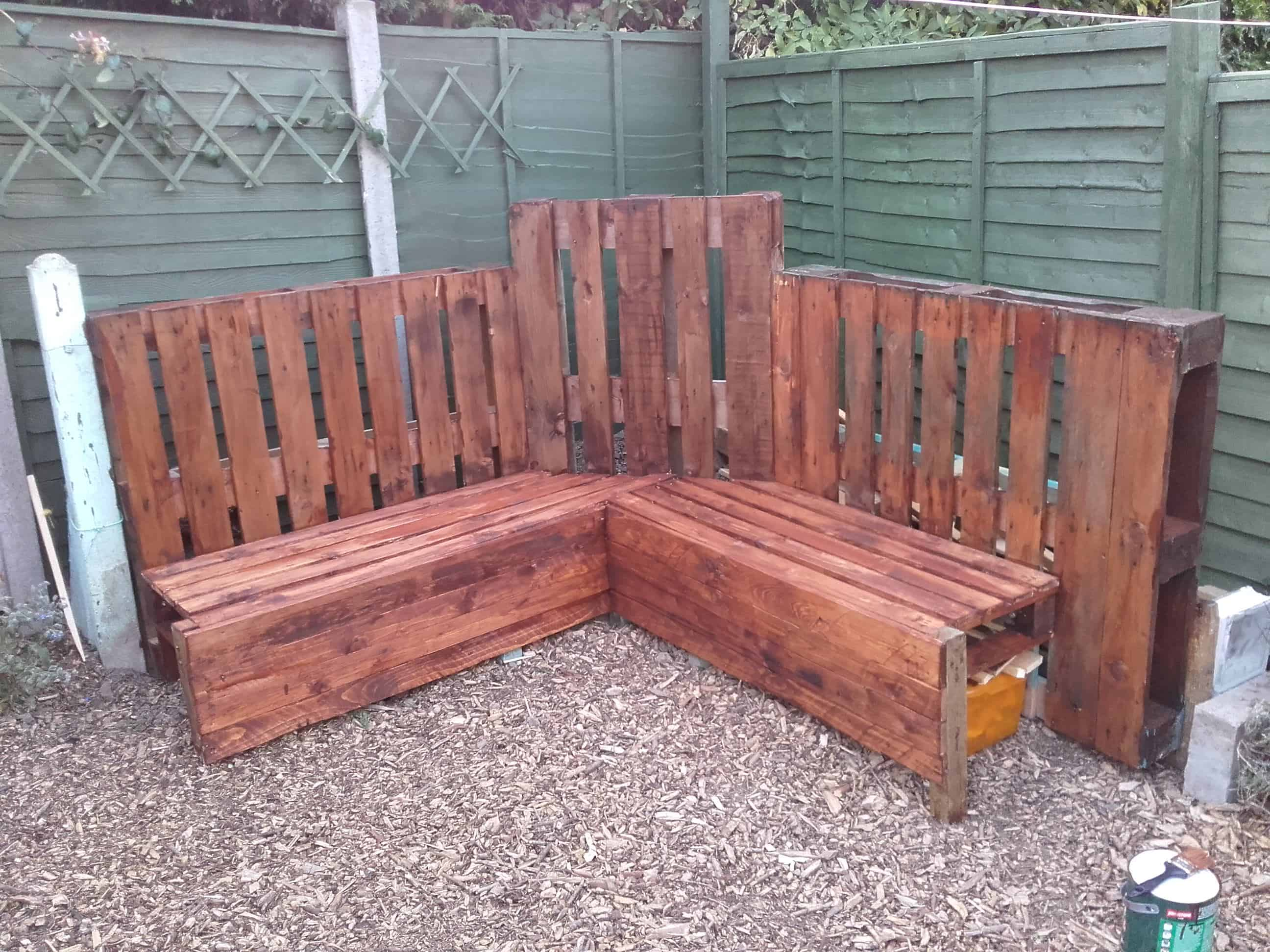 Pallet Benches, Pallet Chairs & Stools • 1001 Pallets
