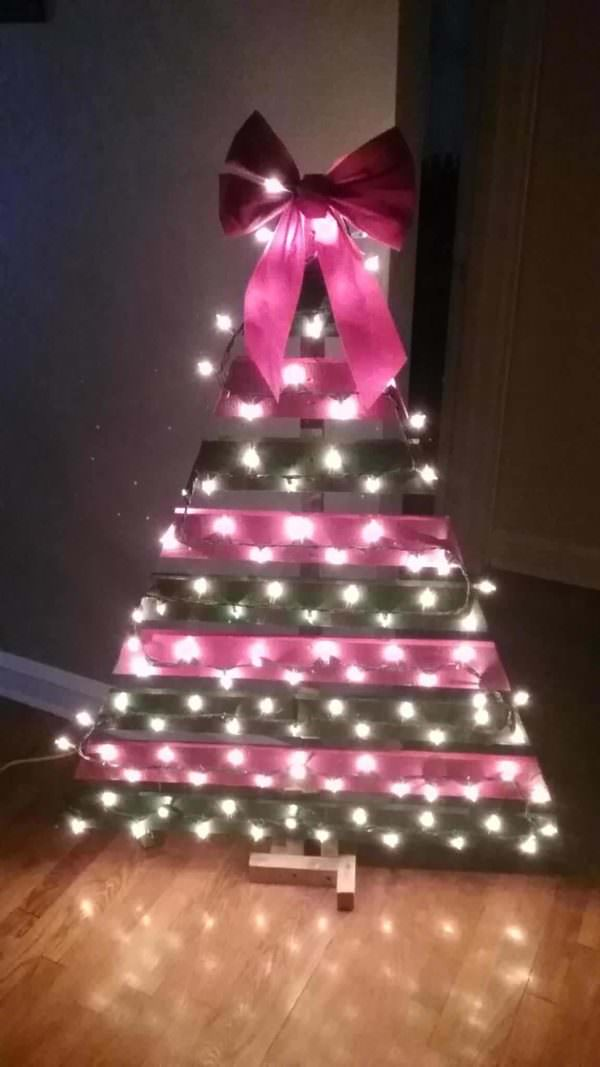 Easy Pallet Christmas Tree Under 15 Bucks! Pallet Home Décor Ideas