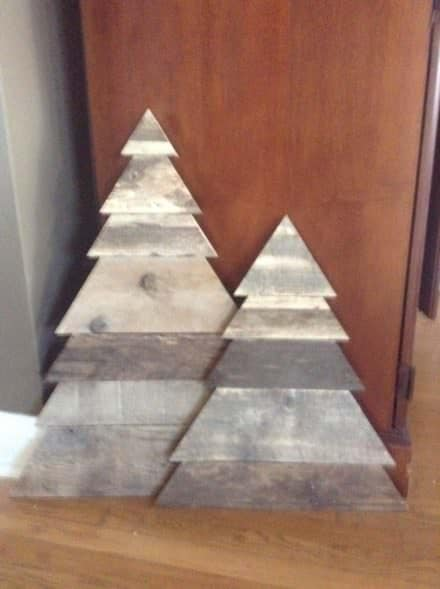 Layered-triangle Pallet Christmas Tree Pair