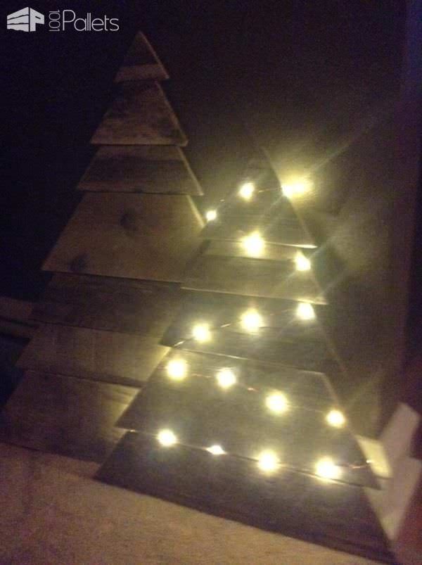 Layered-Triangle Pallet Christmas Tree2