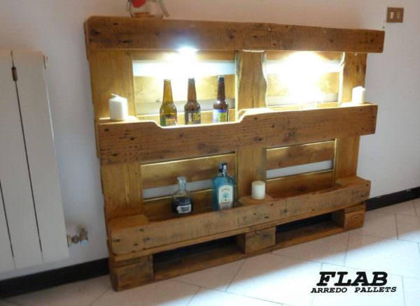 Mobile Pallet Hallway Display Shelving / Mobile Corridoi Pallet Shelves & Pallet Coat Hangers