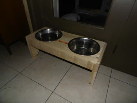 Raised Dual-dish Pallet Dog Trays For Doggy Dining
