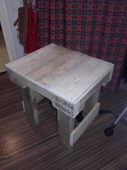 Simple, Easy Chunky Pallet Side Table
