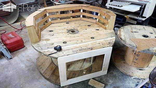 Comfy Inviting Diy Oversized Pallet/Spool Chair Pallet Benches, Pallet Chairs & Stools