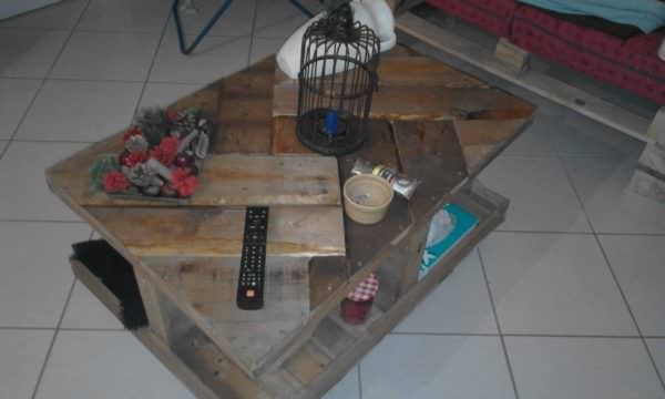 Geometric Patterned Pallet Coffee Table On Wheels1