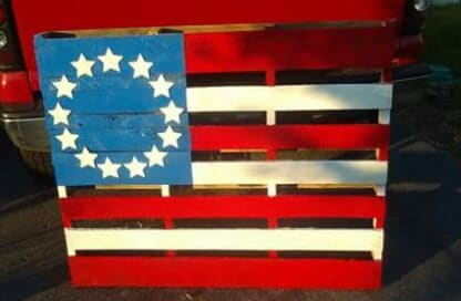 How I Made This Beautiful Pallet Flag! Pallet Home Accessories