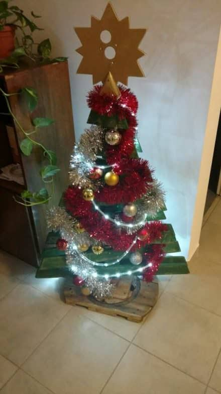 Star-topped Pallet Christmas Tree
