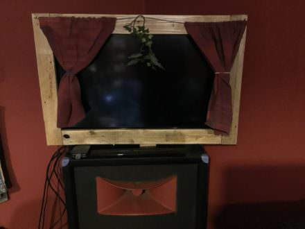 Transform Your TV Into This Pallet-framed Stage!