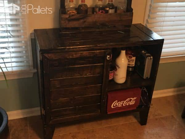 Compact Pallet Side Bar Holds Many Adult Beverages DIY Pallet Bars
