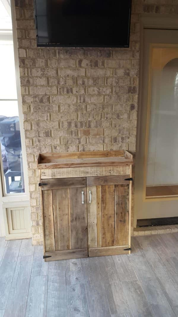 Nifty Pallet Wood Liquor Cabinet Has You Party Ready