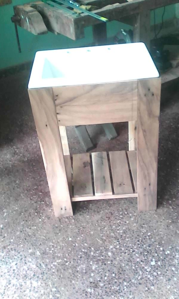 Pallet Bathroom Sink Pedestal2