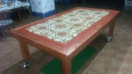 Pallet Wood Outdoor Table Featuring Upcycled Tiles