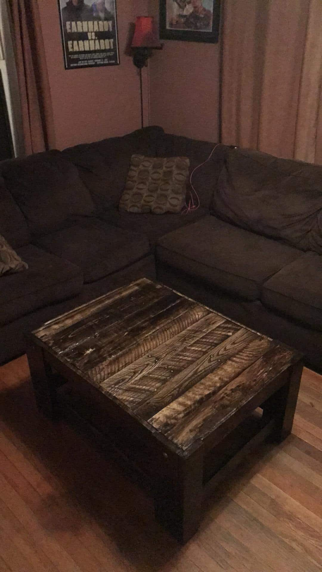 Rugged Centerpiece 20 Pallet Coffee Table 1001 Pallets