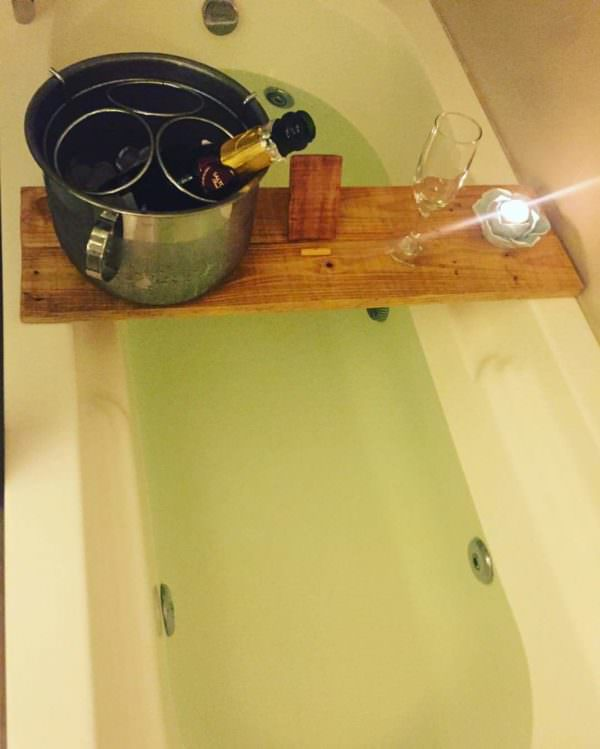 Spa Pallet Bathtub Shelf1