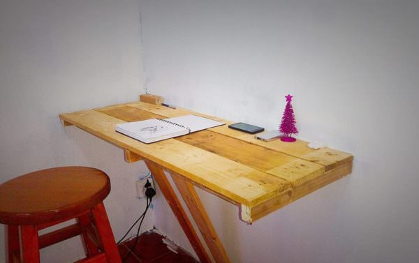 Wall Mounted Pallet Office Desk Pallet Ideas 1001 Pallets