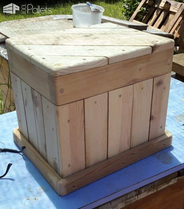 Diagonal-Topped Pallet Chest/Seat1