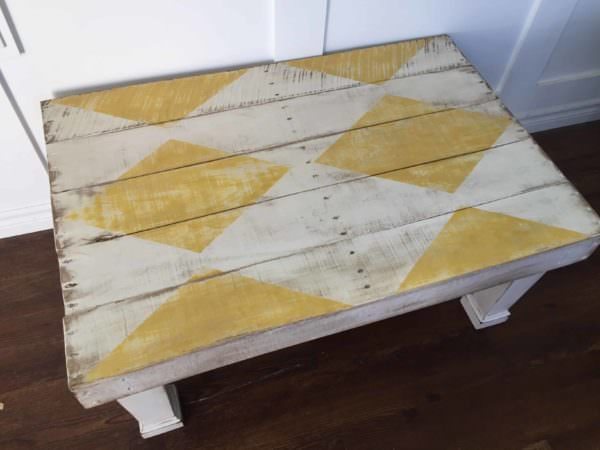 Diamond-Patterned Rustic Coffee Table1