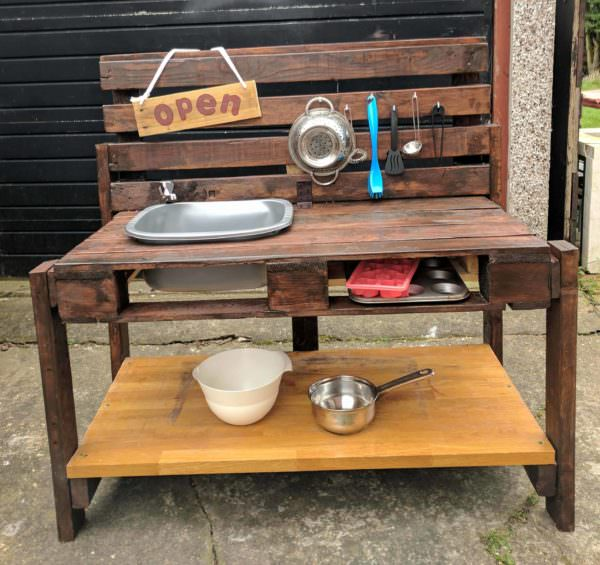 Pallet Mud Kitchen1