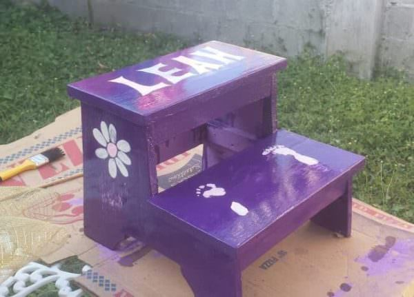 Handy, Adorable Children's Pallet Step Stool Fun Pallet Crafts for Kids