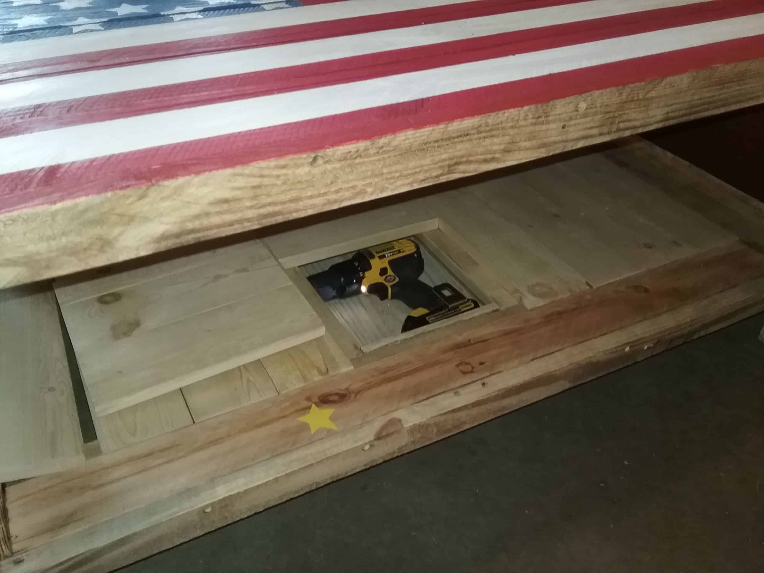 This Special Pallet Coffee Table Has Secrets • 1001 Pallets