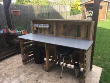 Backyard Pallet Garden Bar Will Get Parties Started!