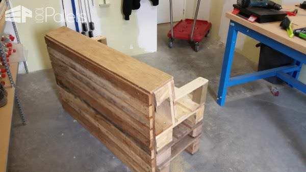 Comfy Little Pallet Garden Bench In Under 2 Hours! Pallet Benches, Pallet Chairs & Stools