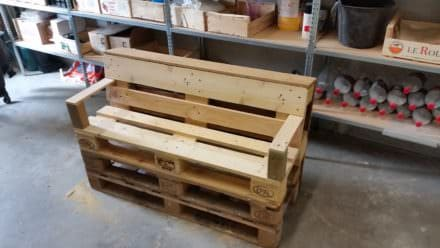 Comfy Little Pallet Garden Bench In Under 2 Hours!