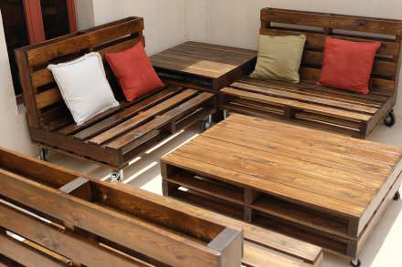 Mobile Pallet Lounge Set Creates Beautiful Outdoor Living!